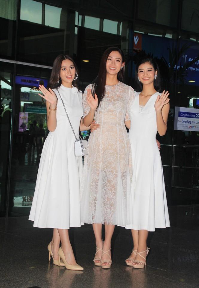 Fan vây kín Top 3 Miss World Việt Nam ở sân bay Tân Sơn Nhất - ảnh 7