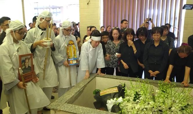 Nghệ sỹ saxophone Xuân Hiếu về nơi an nghỉ trong tình thương tiếc người ở lại - ảnh 4