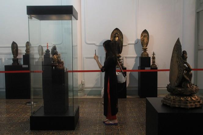 Cận cảnh hơn 100 pho tượng Phật cổ cực quý hiếm đang trưng bày tại TPHCM - ảnh 23