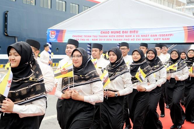 Đại biểu Tàu Thanh niên Đông Nam Á - Nhật Bản bắt đầu lưu giữ kỷ niệm tại TPHCM - ảnh 6
