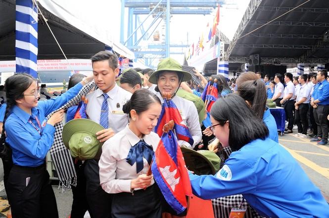 Đại biểu Tàu Thanh niên Đông Nam Á - Nhật Bản bắt đầu lưu giữ kỷ niệm tại TPHCM - ảnh 4