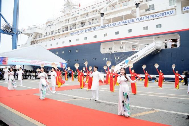 Đại biểu Tàu Thanh niên Đông Nam Á - Nhật Bản bắt đầu lưu giữ kỷ niệm tại TPHCM - ảnh 1