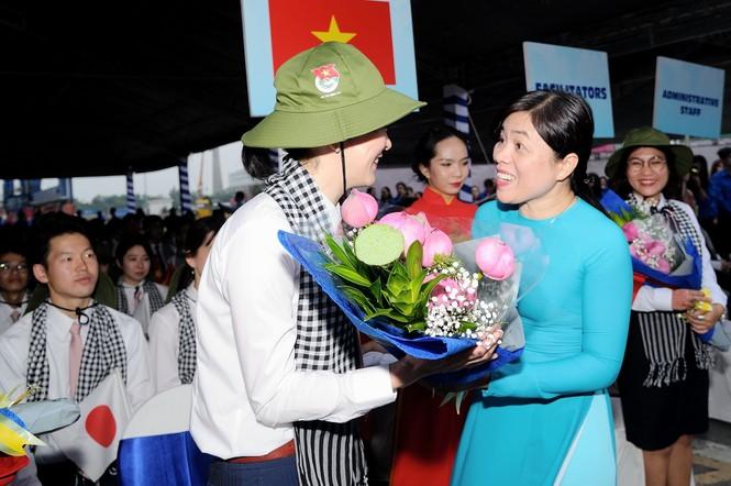Đại biểu Tàu Thanh niên Đông Nam Á - Nhật Bản bắt đầu lưu giữ kỷ niệm tại TPHCM - ảnh 3