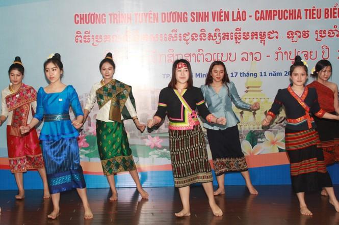 Khen thưởng 86 sinh viên Lào, Campuchia nỗ lực học tập, tích cực tham gia hoạt động phong trào - ảnh 8