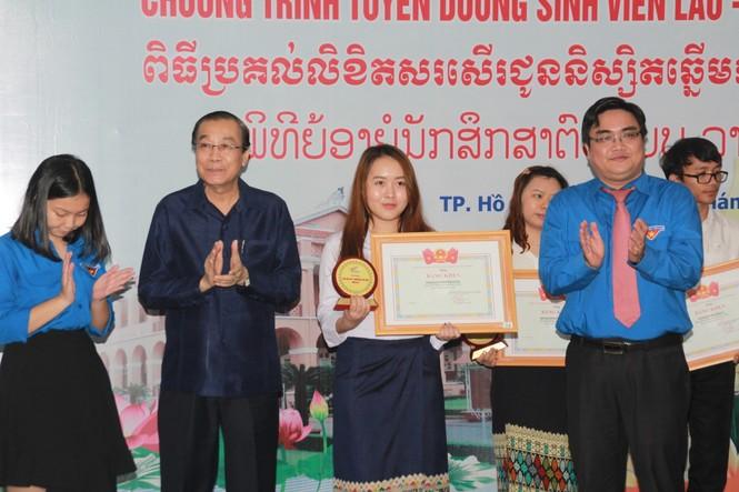 Khen thưởng 86 sinh viên Lào, Campuchia nỗ lực học tập, tích cực tham gia hoạt động phong trào - ảnh 6