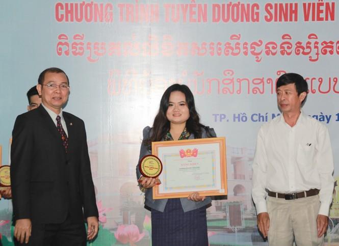Khen thưởng 86 sinh viên Lào, Campuchia nỗ lực học tập, tích cực tham gia hoạt động phong trào - ảnh 3
