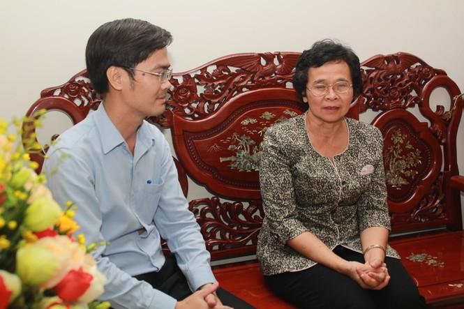 T.Ư Đoàn thăm, chúc mừng Nhà giáo nhân dân, Giáo sư, Tiến sỹ Phan Thị Tươi - ảnh 1