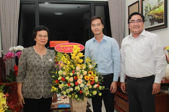 T.Ư Đoàn thăm, chúc mừng Nhà giáo nhân dân, Giáo sư, Tiến sỹ Phan Thị Tươi - ảnh 2