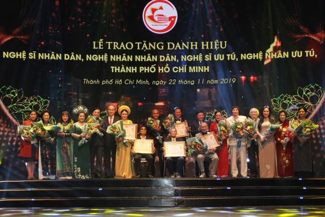 Minh Vương, Thanh Tuấn cùng dàn nghệ sĩ tề tựu ở lễ vinh danh - ảnh 9