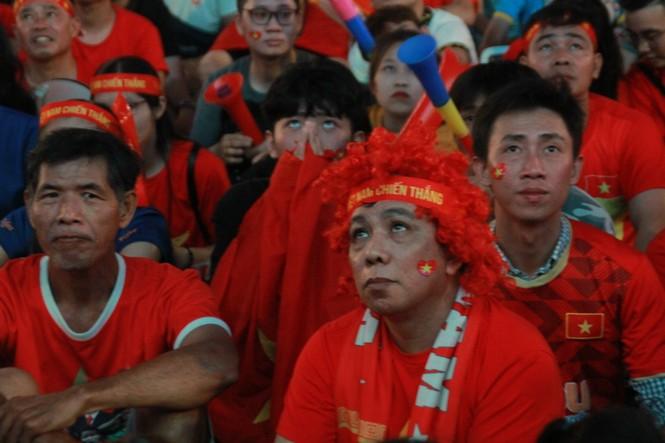 Biển người tiếp lửa U22 Việt Nam trận đại thắng U22 Campuchia - ảnh 6
