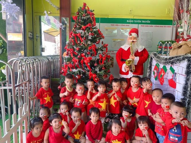 Học sinh tiểu học TPHCM diện áo cờ đỏ sao vàng tiếp lửa cho U22 Việt Nam - ảnh 11