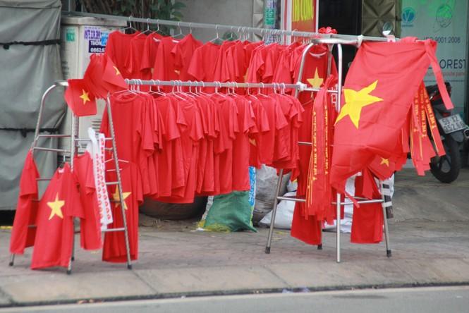 Học sinh tiểu học TPHCM diện áo cờ đỏ sao vàng tiếp lửa cho U22 Việt Nam - ảnh 15