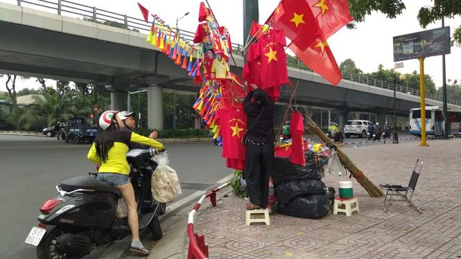 Học sinh tiểu học TPHCM diện áo cờ đỏ sao vàng tiếp lửa cho U22 Việt Nam - ảnh 14