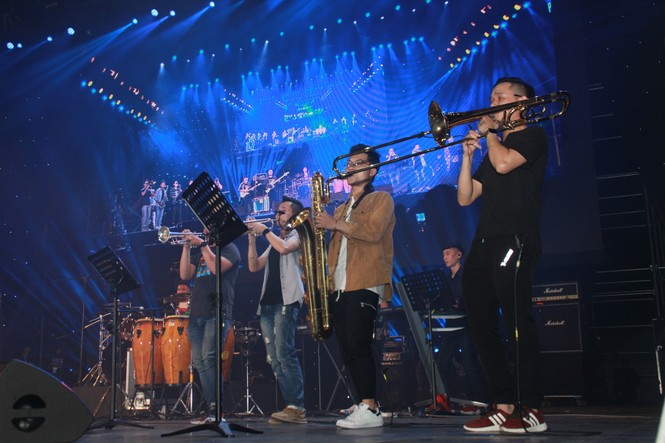 Hà Hồ, Thu Minh và các ban nhạc quốc tế hút nghìn khán giả 'cháy' đến 12 giờ đêm - ảnh 1