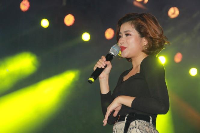 Hà Hồ, Thu Minh và các ban nhạc quốc tế hút nghìn khán giả 'cháy' đến 12 giờ đêm - ảnh 2