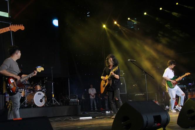 Hà Hồ, Thu Minh và các ban nhạc quốc tế hút nghìn khán giả 'cháy' đến 12 giờ đêm - ảnh 6