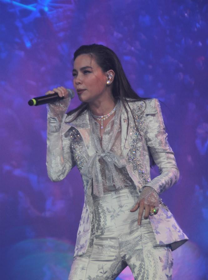 Hà Hồ, Thu Minh và các ban nhạc quốc tế hút nghìn khán giả 'cháy' đến 12 giờ đêm - ảnh 14