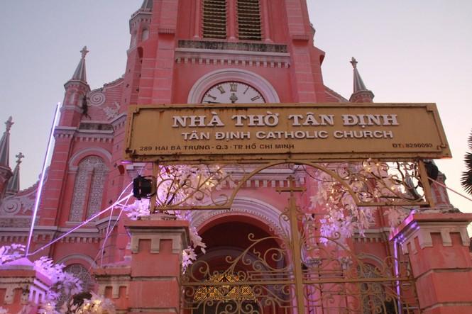 Lung linh ấm áp những cung đường góc phố Sài Gòn trước thềm Giáng sinh  - ảnh 1