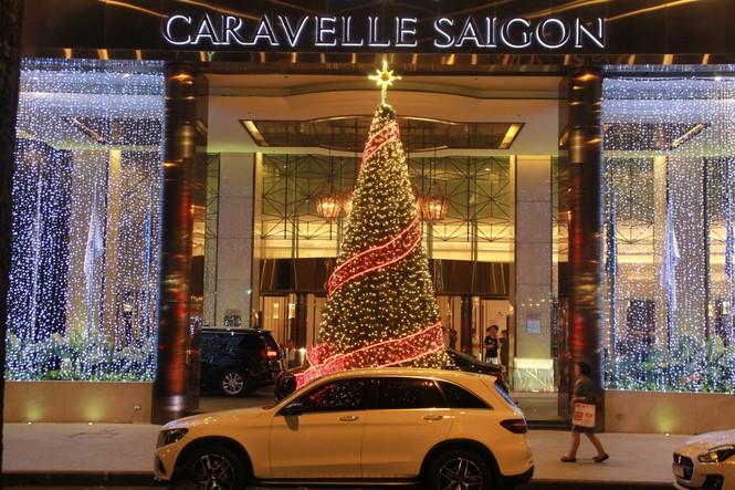 Lung linh ấm áp những cung đường góc phố Sài Gòn trước thềm Giáng sinh  - ảnh 15