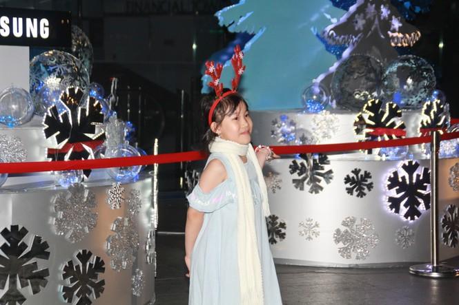 Lung linh ấm áp những cung đường góc phố Sài Gòn trước thềm Giáng sinh  - ảnh 5