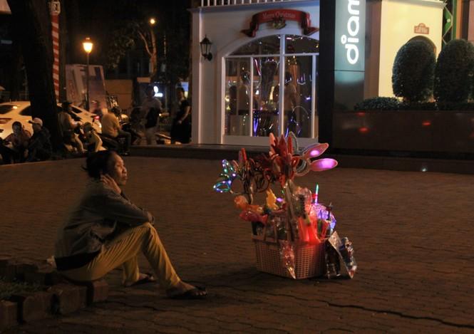 Lung linh ấm áp những cung đường góc phố Sài Gòn trước thềm Giáng sinh  - ảnh 8