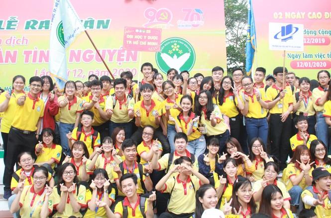 Nghìn bạn trẻ TPHCM hào hứng ra quân chiến dịch Xuân tình nguyện 2020 - ảnh 6