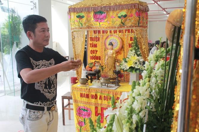 Hồng Tơ, Tấn Beo cùng nhiều đồng nghiệp, bạn hữu đến viếng cố NSƯT Chánh Tín - ảnh 1