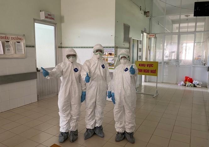 Cảm động 'những chiến binh khử khuẩn' ở Bình Thuận - ảnh 9