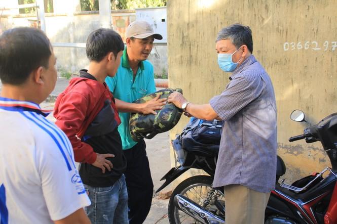 Cảm động 'những chiến binh khử khuẩn' ở Bình Thuận - ảnh 8