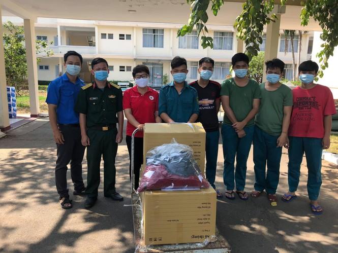 Chống dịch COVID-19, ĐVTN tình nguyện giao cơm, mua nhu yếu phẩm cho người già neo đơn - ảnh 5
