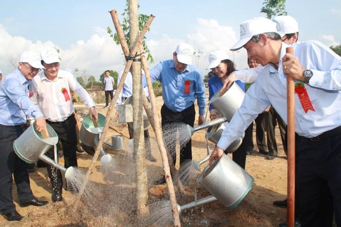TPHCM phát động Tết trồng cây, đặt mục tiêu trồng 1 triệu cây xanh trong năm 2020 - ảnh 6