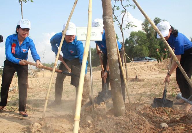 TPHCM phát động Tết trồng cây, đặt mục tiêu trồng 1 triệu cây xanh trong năm 2020 - ảnh 7