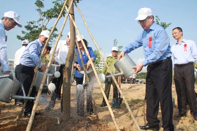 TPHCM phát động Tết trồng cây, đặt mục tiêu trồng 1 triệu cây xanh trong năm 2020 - ảnh 5