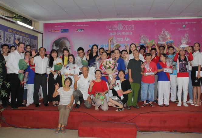 Thí sinh HHVN và các em học sinh rưng rưng tri ân thầy cô lớp học đặc biệt  - ảnh 13