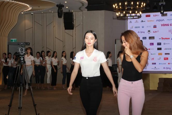Top 35 thí sinh HHVN 2020 thả dáng sexy, thần thái cuốn hút trên sàn tập vũ đạo - ảnh 5