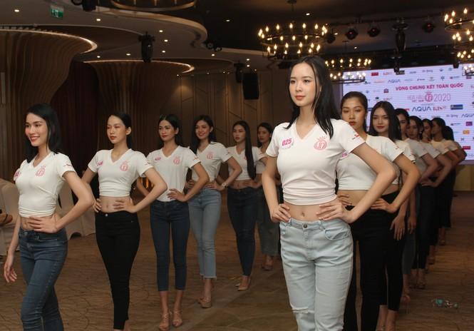 Top 35 thí sinh HHVN 2020 thả dáng sexy, thần thái cuốn hút trên sàn tập vũ đạo - ảnh 17