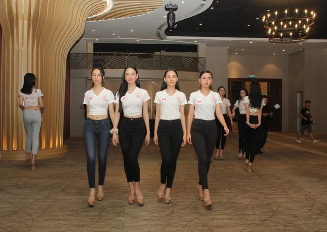 Top 35 thí sinh HHVN 2020 thả dáng sexy, thần thái cuốn hút trên sàn tập vũ đạo - ảnh 14