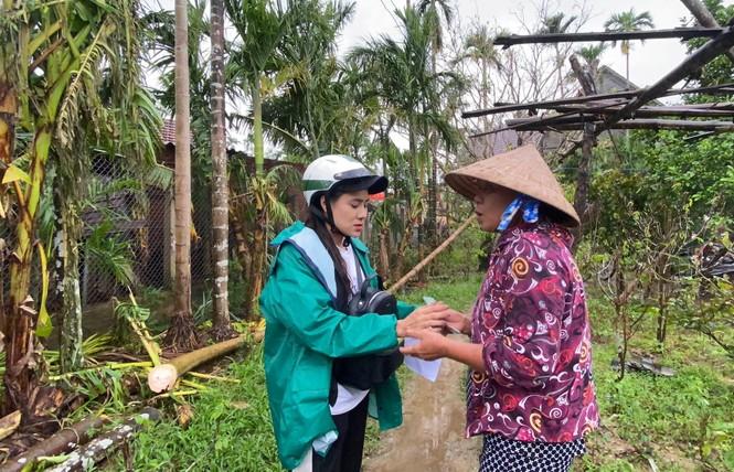 Diễn viên Hồ Bích Trâm hỗ trợ xây nhà, tặng quà bà con vùng bão lũ Quảng Ngãi - ảnh 7