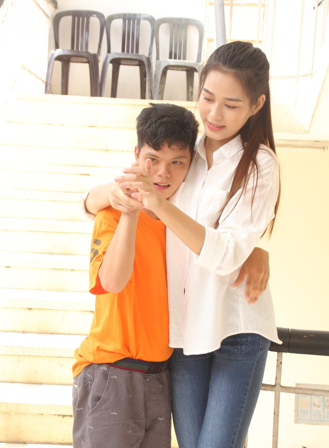 Những khoảnh khắc đẹp của tân Hoa hậu Việt Nam Đỗ Thị Hà tại hành trình nhân ái  - ảnh 5