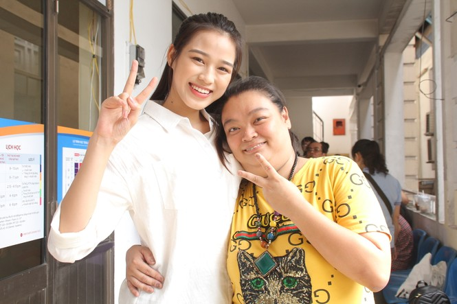 Những khoảnh khắc đẹp của tân Hoa hậu Việt Nam Đỗ Thị Hà tại hành trình nhân ái  - ảnh 6