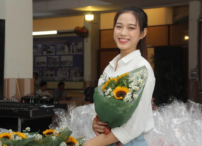 Những khoảnh khắc đẹp của tân Hoa hậu Việt Nam Đỗ Thị Hà tại hành trình nhân ái  - ảnh 14