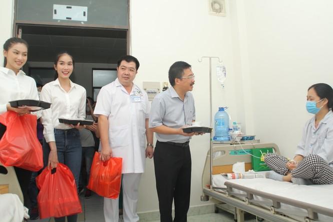 Chuyến thiện nguyện đầu tiên của Top 3 HHVN 2020 đến với các bệnh nhân, thương bệnh binh - ảnh 1
