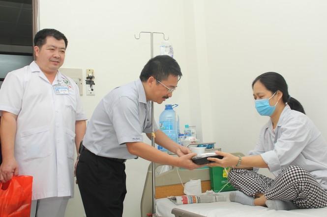 Chuyến thiện nguyện đầu tiên của Top 3 HHVN 2020 đến với các bệnh nhân, thương bệnh binh - ảnh 2
