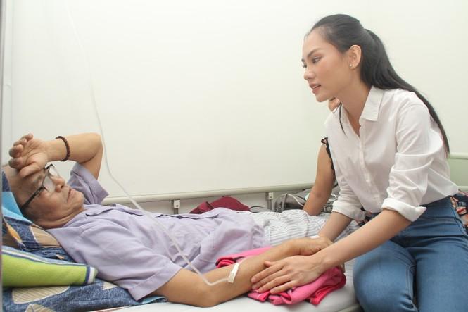 Chuyến thiện nguyện đầu tiên của Top 3 HHVN 2020 đến với các bệnh nhân, thương bệnh binh - ảnh 7