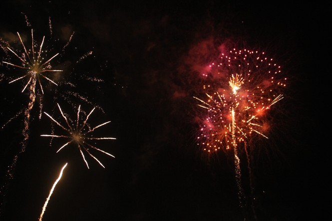 Người dân thành phố Thủ Đức hân hoan với màn pháo hoa chào năm mới - ảnh 20