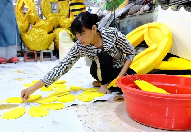 Tận thấy công đoạn chế tác linh vật phục vụ đường hoa Nguyễn Huệ Tết Tân Sửu 2021 - ảnh 12
