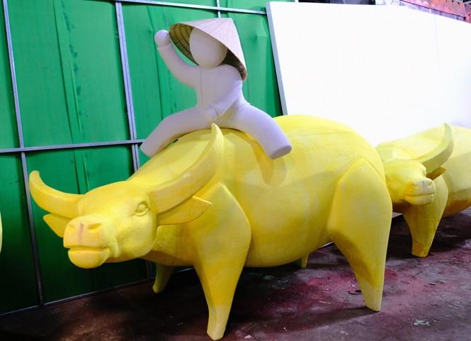 Tận thấy công đoạn chế tác linh vật phục vụ đường hoa Nguyễn Huệ Tết Tân Sửu 2021 - ảnh 7