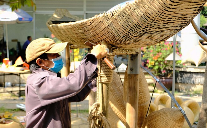 Tận thấy công đoạn chế tác linh vật phục vụ đường hoa Nguyễn Huệ Tết Tân Sửu 2021 - ảnh 20