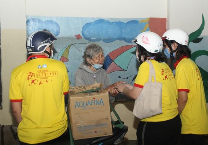 Người nghèo xúc động trước nghĩa cử của các chiến sỹ 'Xuân tình nguyện' - ảnh 4