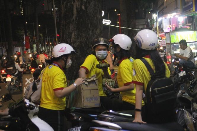 Người nghèo xúc động trước nghĩa cử của các chiến sỹ 'Xuân tình nguyện' - ảnh 1